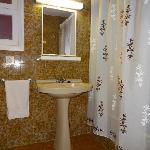 ensuite bathroom 2 bed apartment