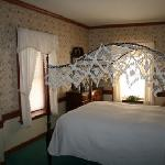 Room 6, traditional room with queen bed