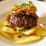 Hamburger with Truffle Potatoes