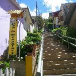 montée et portail de l'hôtel