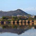 Nagin lake houseboats with Hari Parbat Fort