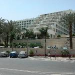 Vista del frente del hotel