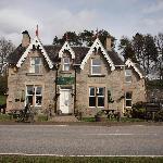 The outside of Strathardle Inn