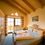 Schlafzimmer Wohnung Rosenrot