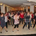 Veronica animando con bailes de linea