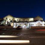 Drovers Motor Inn At Night