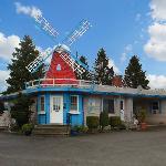 Windmill Inn Lynden WAExterior