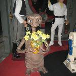 statua di E.T. una delle poche somiglianti...