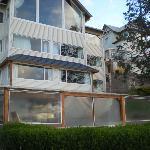 vista exterior del hotel desde el patio