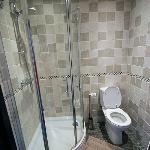El baño era muy moderno y funcional