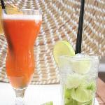 Die erfrischenden Cocktails kann man bei schönem Wetter auch auf der Terasse genießen.