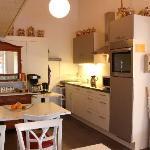Frühstücks-Aufenthaltraum mit gemeinsamer Küche