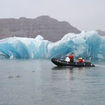 充氣船艇冰湖旅行