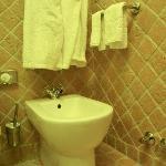 ausreichend Aufhängmöglichkeiten für Handtücher im Badezimmer