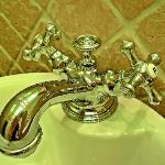 hochwertige Armaturen im Badezimmer