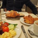朝食ブッフェは充実のラインナップ