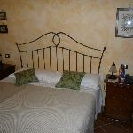 """Unser Doppelbett im Zimmer Ustica im EG / Our double bed in the room """"Ustica"""" in the ground floo"""
