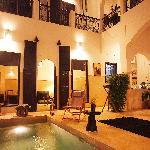 Le patio et le bassin piscine