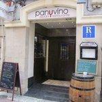 Foto a la salida después de comer en Restuaurante Pan y Vino