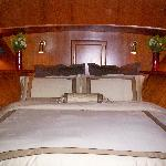 Green Turtle II Forward Queen Stateroom has en suite bathroom/shower