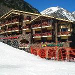 Hotel Crest