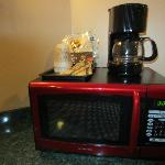 Microwave with complimentary coffee - did not try.