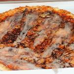 Elio: tomato, mozz, red leaf chicory, garlic oil, grana and lardo