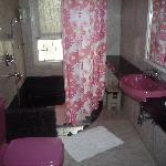 Ensuite with Carnation Room