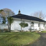 Grade ll listed lodge in its own grounds overlooking the Tamar valley