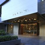 La entrada del hotel tiene luces maravillosas, invita entrar...