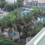 Vista varanda área do hotel piscinas
