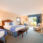 Queen- Queen guest room
