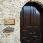 ヴィラ入口。小さなドアです。