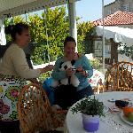 Gül hanimin bize hazirladigi  kahvalti ziyafeti  sonrasi sohbeti :)