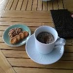 カフェで伝統茶と伝統菓子