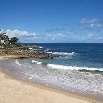 pds depuis la plage. La rampe de balcon bleue.