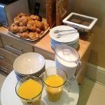 "breakfast ""buffet"": aditional eggs, coffee, tea. Marmelade on table."