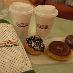 Links ist der Oreo-Doughnut