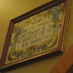 La targa all'interno del locale: aperto dal 1944