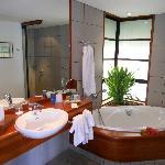 salle de bain du bungalow lotus