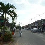 Улочка, на которой расположен отель