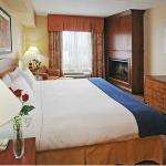 Jacuzzi Suite - Holiday Inn Express Hotel & Suites Brampton