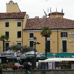 Hotel visto dal piazzale della Basilica