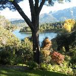 parque que desemboca a orillas del lago Moreno