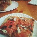tomato & basil pizza and garlic knots