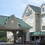 The front of the Country Inn & Suites, Albany, GA