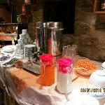 drinks (hot water for tea, milk, juice, coffee)