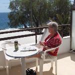 Udsigt fra vores balkon på Black Sand  Kamari