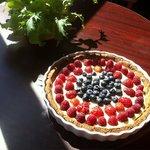 Raw Vegan Gluten Free Organic Berry Tart Cashew Cream Creme Le Bistro De Vie Om Book Store WindH
