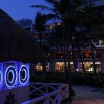 夜のホテルの雰囲気